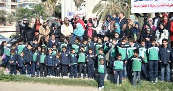 أرشيفية ـ بالصور.. أولياء أمور وطلاب مدرسة خاصة يتظاهرون أمام «ديوان البحيرة» بعد حكم بغلقها