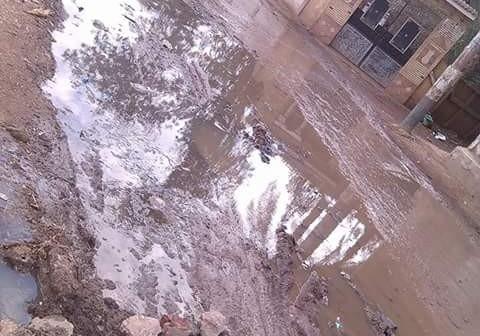 «كفر أبراش» بالشرقية تشكو غرق شوارعها في الصرف الصحي