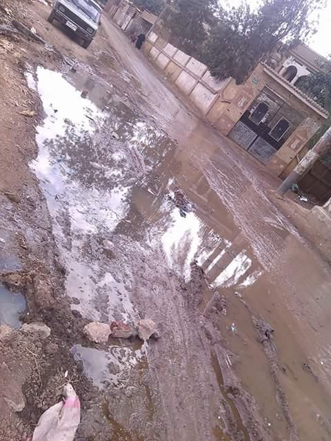 مواطنو «كفر أبراش» بالشرقية يشكون غرق شوارع في الصرف الصحي