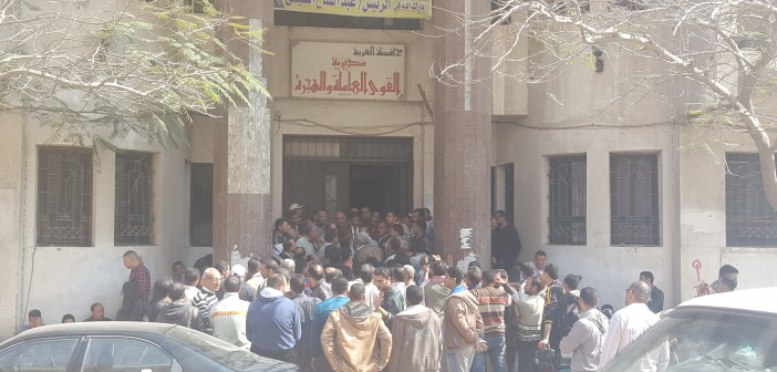 بالصور.. احتجاجات عمال «المصرية للأخشاب» بطنطا بعد غلقها وتسريح 200