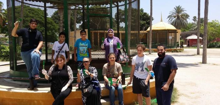محبو الحيوان بالاسكندرية يشاركون في استعدادات حديقة النزهة لعيد الفطر