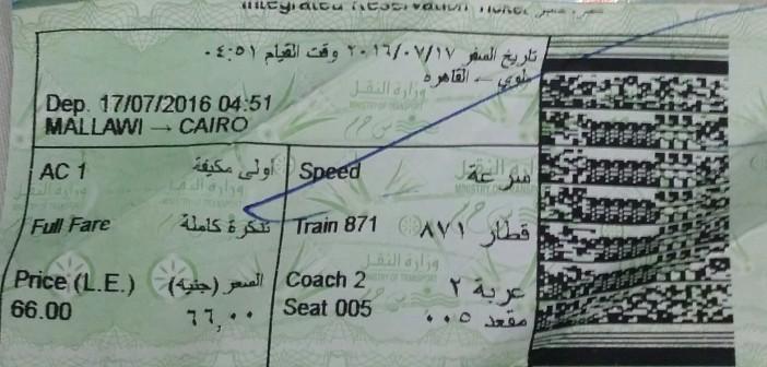 راكب بقطار ملوي ـ القاهرة: لا أحد يحصل رسوم التذاكر.. والزحام كبير