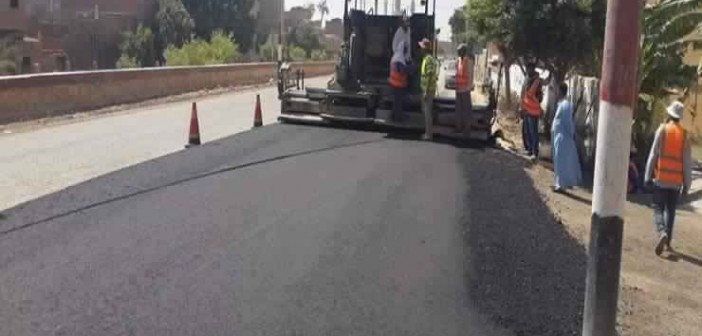 بدء المرحلة الأخيرة من أعمال رصف طريق «سوهاج – جرجا» الزراعي..(صور)