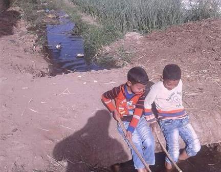 أهالي في قنا يطالبون بمد خدمات المياه والكهرباء