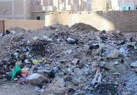 أهالي شارع في بندر قوص يطالبون برفع تجمعات القمامة