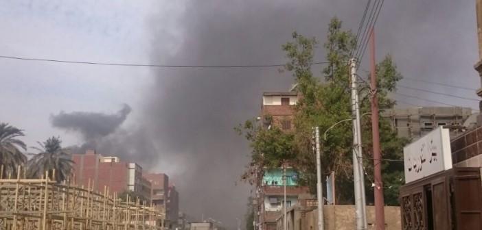 بالصور.. دخان سكر كوم إمبو يغطي سماءها.. ومواطن: «الطفل يخرج وردة منورة يرجع أسود»