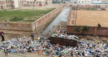 تجمعات للقمامة أمام مدرسة ومركز شباب طوسون بالإسكندرية