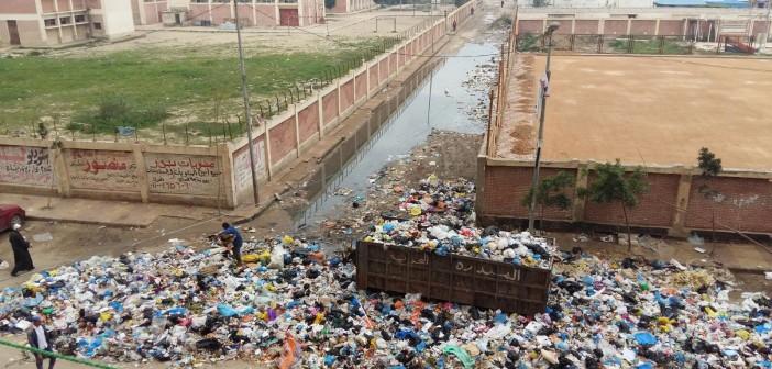 📷| تجمعات كبيرة للقمامة أمام مدرسة ومركز شباب طوسون بالإسكندرية