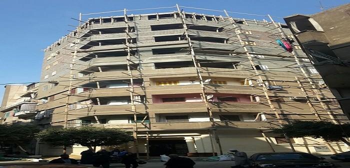 بالصور.. سكان عقار بالساحل يحذرون من انهياره بعد بناء 5 أدوار «دون ترخيص»