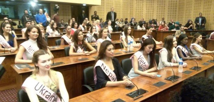 📷| مكتبة الإسكندرية تستضيف 60 من ملكات جمال العالم لدعم السياحة