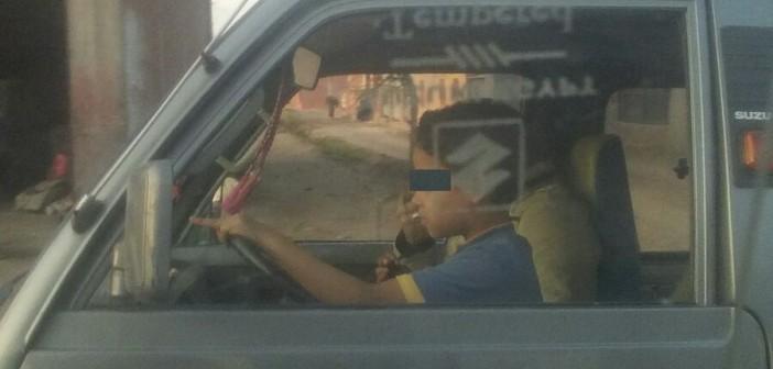 📷| طفل يقود سيارة بالمنوفية.. ومواطنة: «عمله بسن مبكر ضد حقوقه»