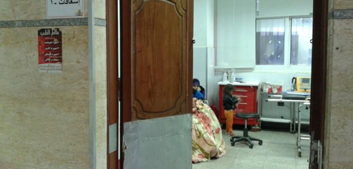 مواطن: أطباء مستشفى تركوا أمي مُصابة بجلطة 8 ساعات.. وقالوا «شوفوا مكان برة يرعاها»