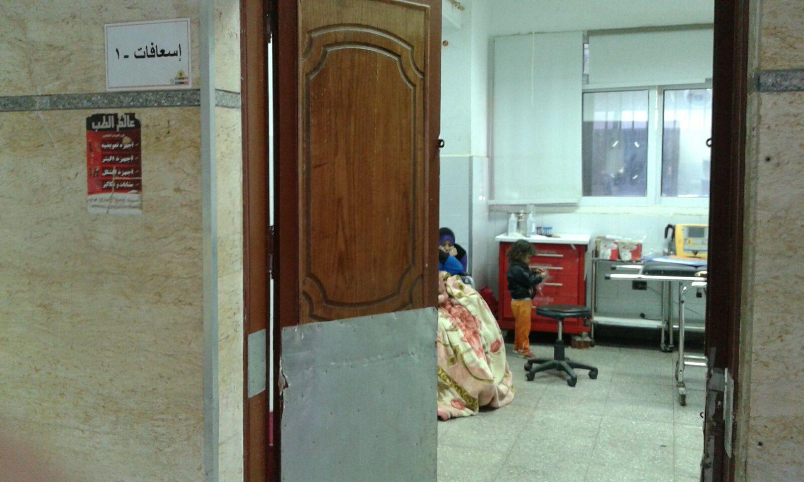 المواطنة على كرسي متحرك في طوراىء مستشفى جامعة بني سويف في انتظار إسعافها