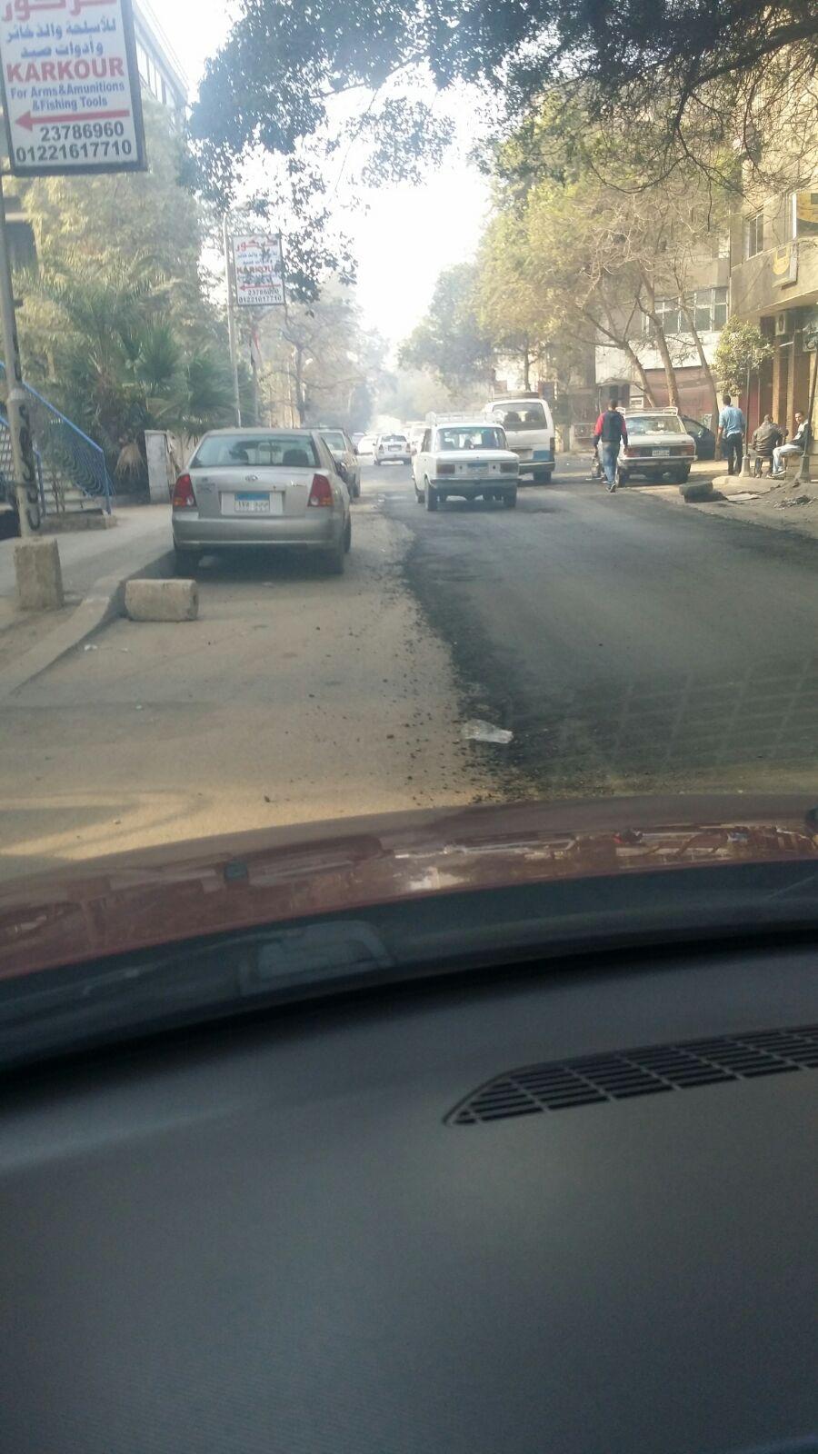 صورة.. شارع 77 بالمعادي بعد الرصف.. ومواطن: «عيب»