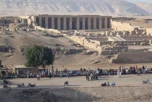 أهالي أبيدوس يرفعون 8 مطالب لمحافظ سوهاج للنهوض بالمنطقة الأثرية
