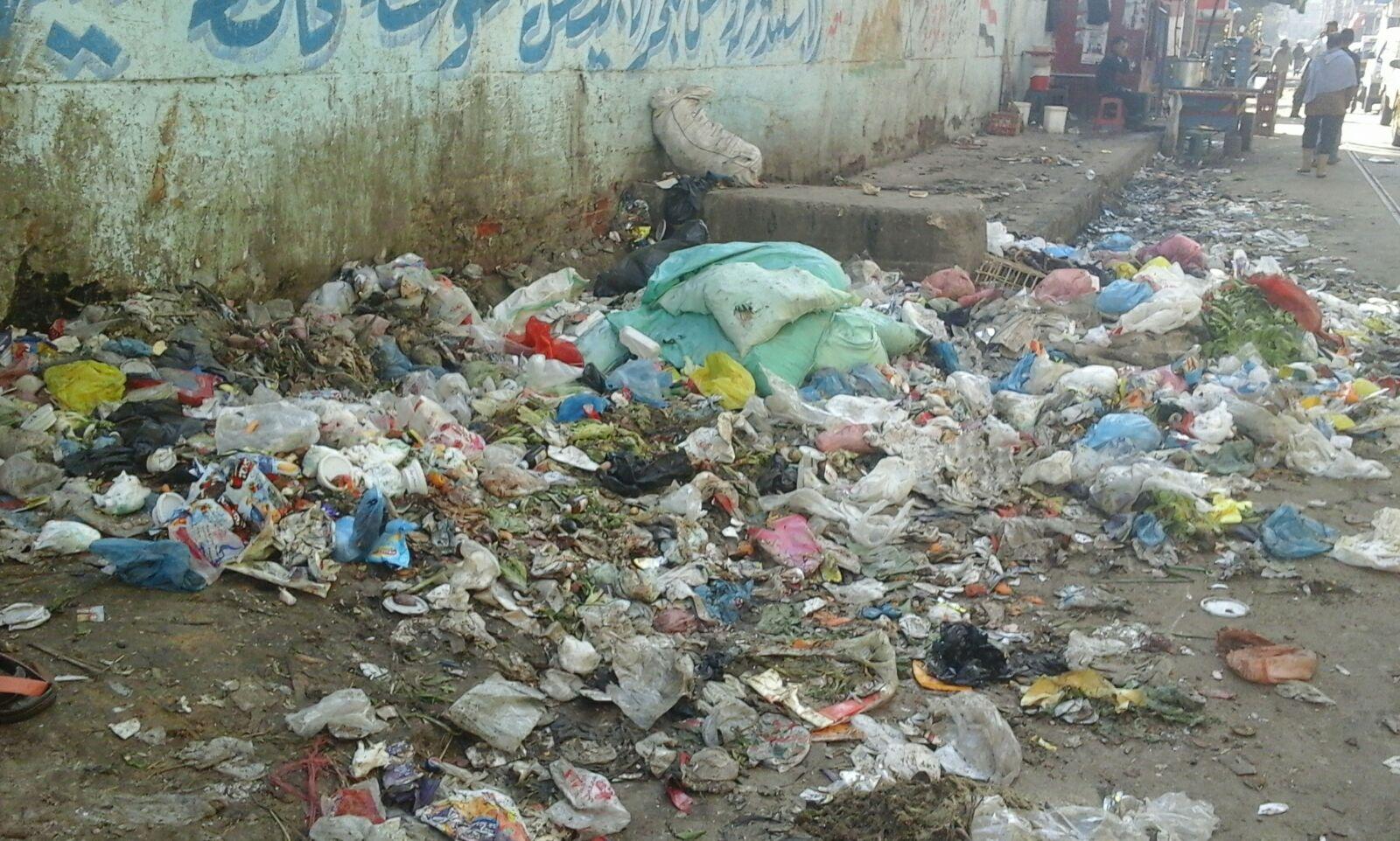 شوارع «عروس البحر المتوسط» تتحول لـ«مقلب زبالة»