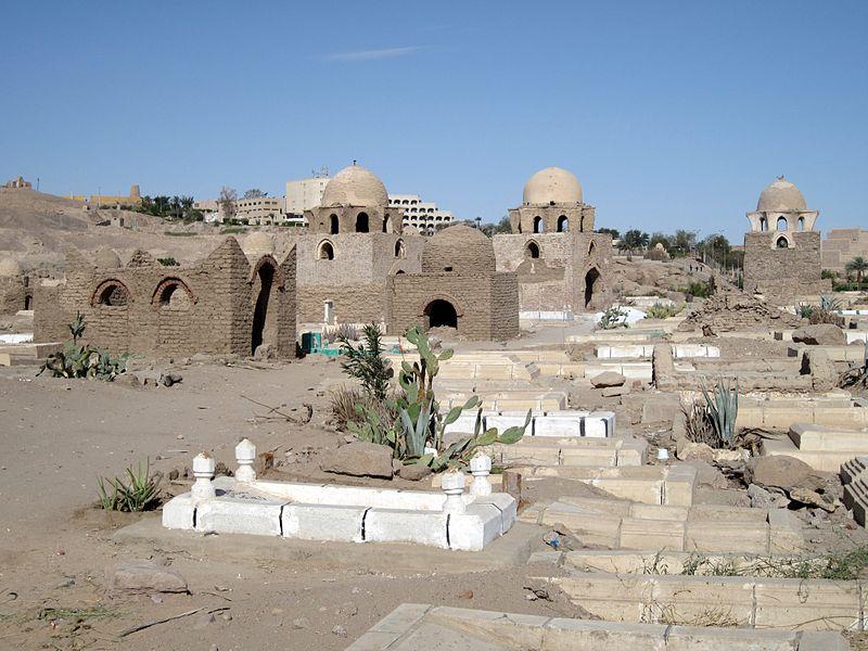800px-Assuan_Fatimidischer_Friedhof_02
