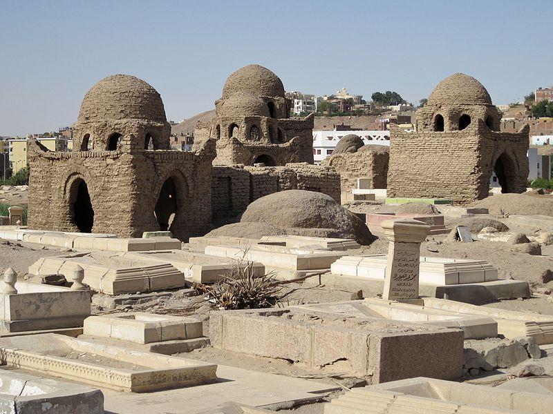 800px-Assuan_Fatimidischer_Friedhof_03