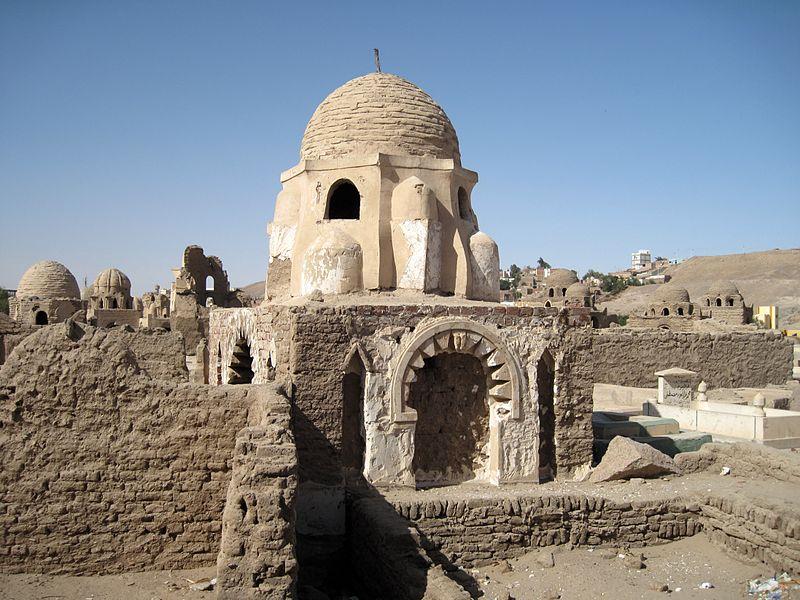 800px-Assuan_Fatimidischer_Friedhof_04