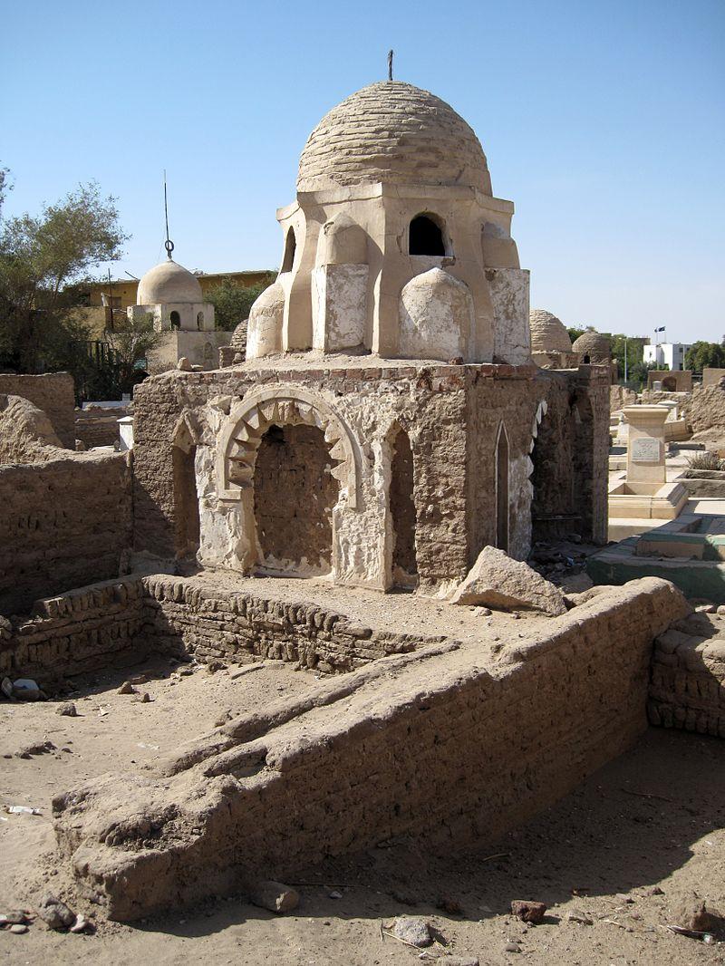 800px-Assuan_Fatimidischer_Friedhof_05