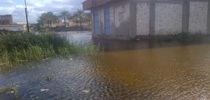 بالصور والفيديو.. الصرف يغمر شوارع وبيوت الكيلو 21 بالإسكندرية