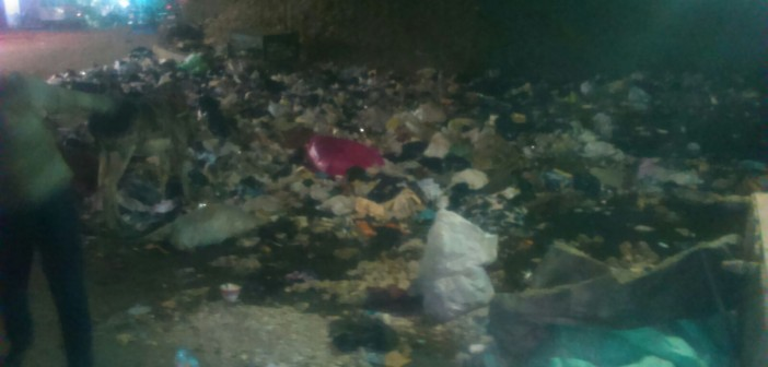 📷| انتشار القمامة والصرف بشارع المسابك.. والطريق أسفل الدائري مُغلق
