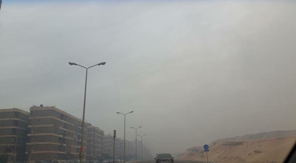 في حي الواحة بمدينة نصر.. مقلب قمامة يحترق و«ناس بتموت»