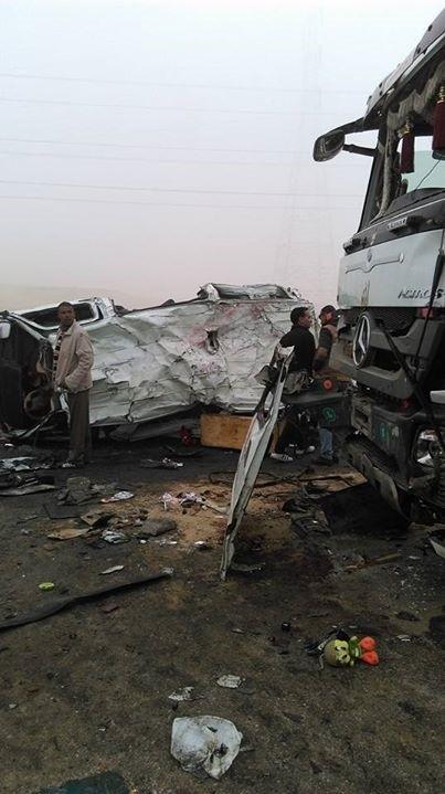 مصرع 12 وإصابة 22 في حادث على طريق الجيش قرب الكريمات.. وتوقف المرور