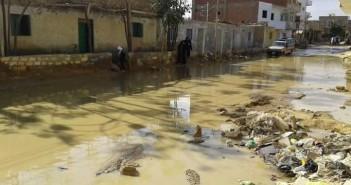 بالصور.. «فنارة» تغرق في الصرف.. والأهالي: رئيس مدينة فايد قال «خلي الشكوى تنفعكم»