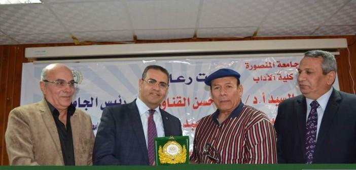 مهرجان شعري «في حب مصر والعرب» بجامعة المنصورة (صور)
