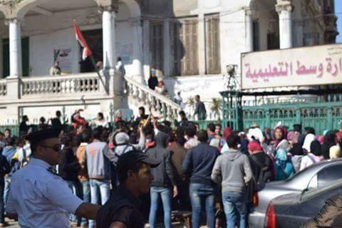 الإسكندرية.. وقفة احتجاجية لطلاب الثانوية لإلغاء درجات الحضور (صور)