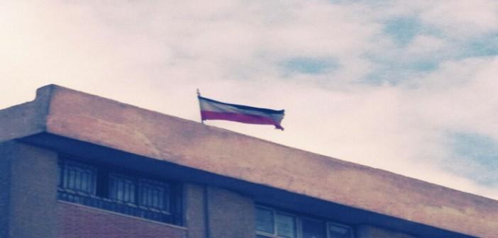 بالصور.. العلم المصري بـ«المقلوب» ونسره مُطأطأ الرأس.. فعلتها مدرسة بالقاهرة