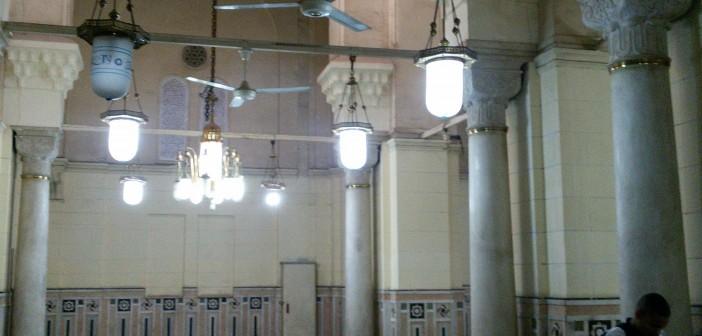 أم هاشم تستغيث.. متسولون يطوقون مسجد السيدة زينب