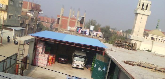 بالصور.. رغم قرار رسمي.. بناء مخزن بضائع على أرض مُخصصة لمدرسة بالإسماعيلية
