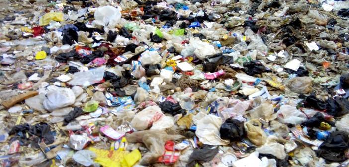 أهالي «المتربة» يشكون انتشار القمامة بالشوارع..(صورة)