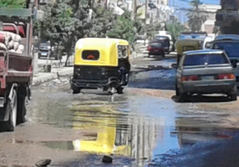 بعد تجميلها لزيارة السيسي.. شوارع الإسكندرية تغرق في الصرف والقمامة