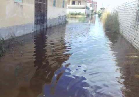 بالصور.. غرق شوارع في «أبو تلات» بالإسكندرية.. ومواطن: «دي مش عيشة»