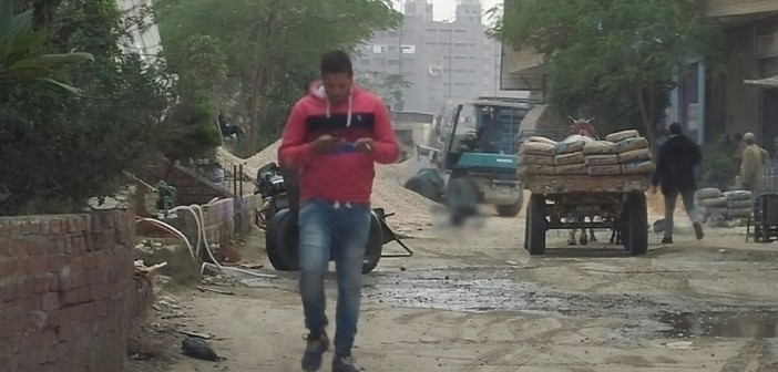 📷| مواطن يغلق مطلع لـ«الدائري» بكرداسة: «اللي مش عاجبه يشتكي»