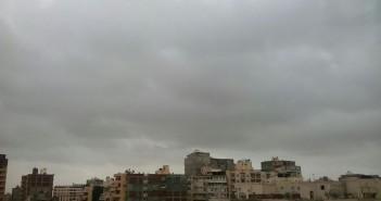غيوم وبرق في أجواء الإسكندرية قبل أيام من «الفيضة الكبرى»