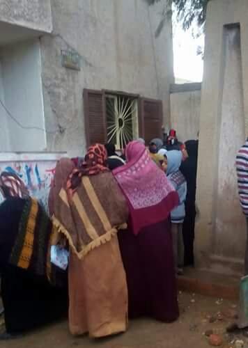 تخبط «التموين» يتسبب في ارتباك مواطني قرى المحمودية لوقف البطاقات الورقية