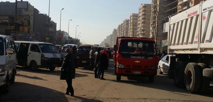 بالصور.. فوضى وارتباك مروري بشوارع الحي العاشر في مدينة نصر