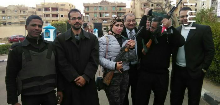 بالصور.. مواطنون يزورون قسم الشيخ زايد «احتفالا بعيد الشرطة»