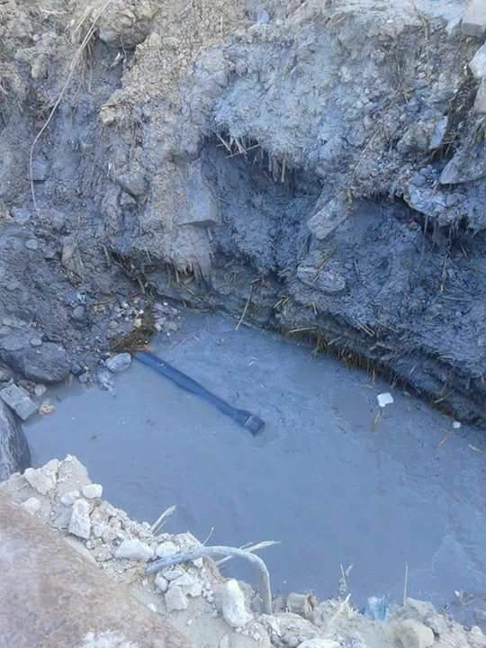 الكهرباء تهدد المواطنين مع تواصل غرق «أبو تلات» بالإسكندرية في الصرف