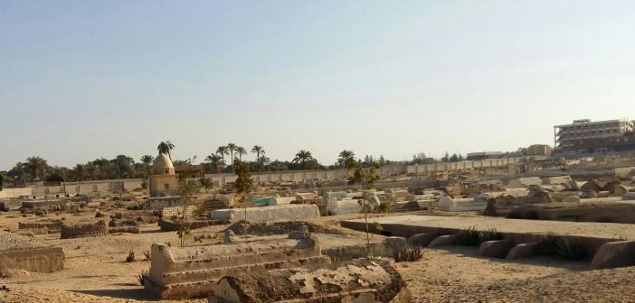 بالصور.. ضاقت أرض الدولة بما رحبت.. «بني شعران» بأسيوط تبحث عن مقابر