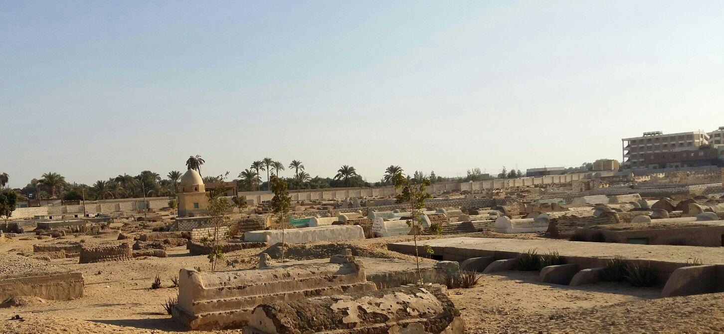 «بني شعران» بأسيوط تبحث عن مقابر جديدة