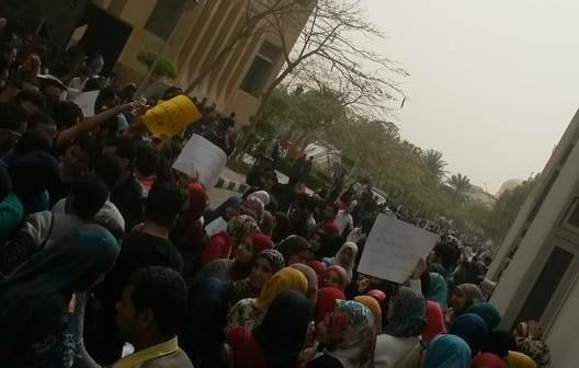 طلاب العلوم الطبية بجامعة مصر يتظاهرون ضد تغييرها لـ«العلوم الصحية»