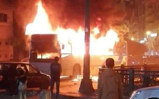 📷| اشتعال النيران في أتوبيس نقل عام بسيدي جابر