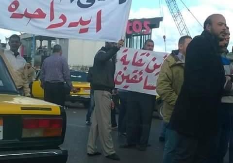 ▶| بالفيديو.. احتجاجات لسائقي التاكسي ضد «أوبر وكريم» بالإسكندرية