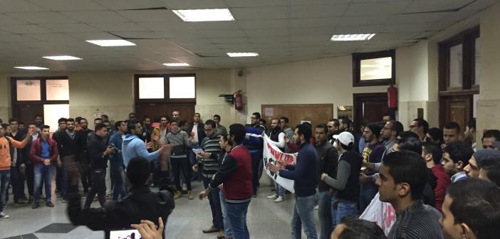 📷| طلاب «تكنولوجيا المعلومات» يتظاهرون بجامعة مصر للعلوم لإقالة العميد