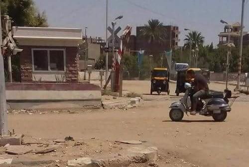 أهالي الحوامدية يطالبون محافظ الجيزة بإصلاح مزلقان.. ويحذرون من وقوع كارثة